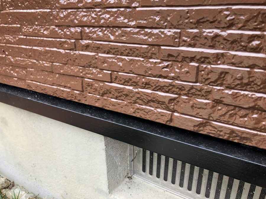 愛知県の外壁塗装工事の外壁と水切りの塗装後の写真