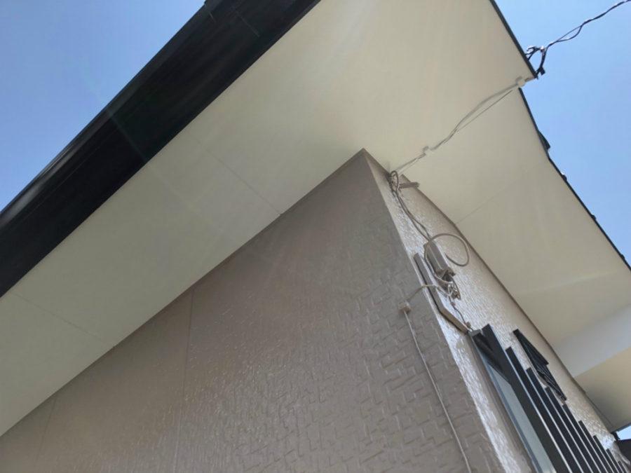 三重県の外壁塗装工事の軒天の塗装後の写真