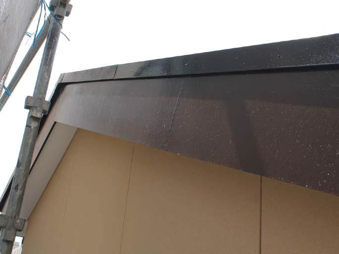 外壁塗装工事の破風の塗装後の写真