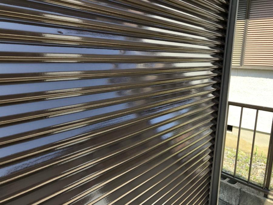 三重県の外壁塗装工事のシャッターの塗装後の写真