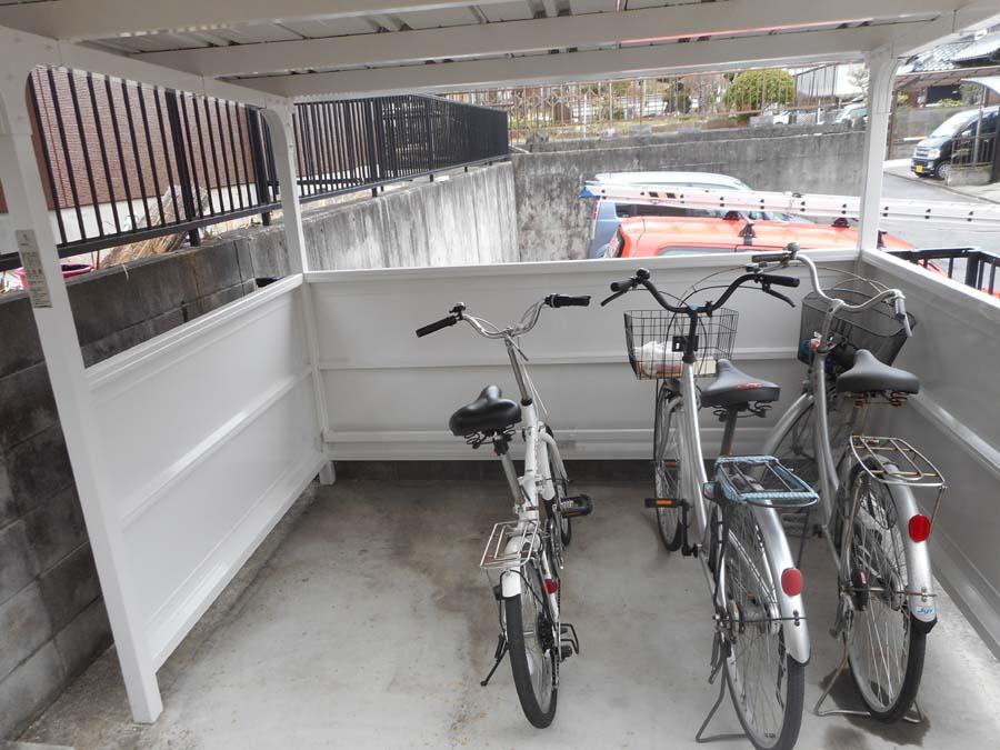 岐阜県可児市の駐輪場の塗装後の写真