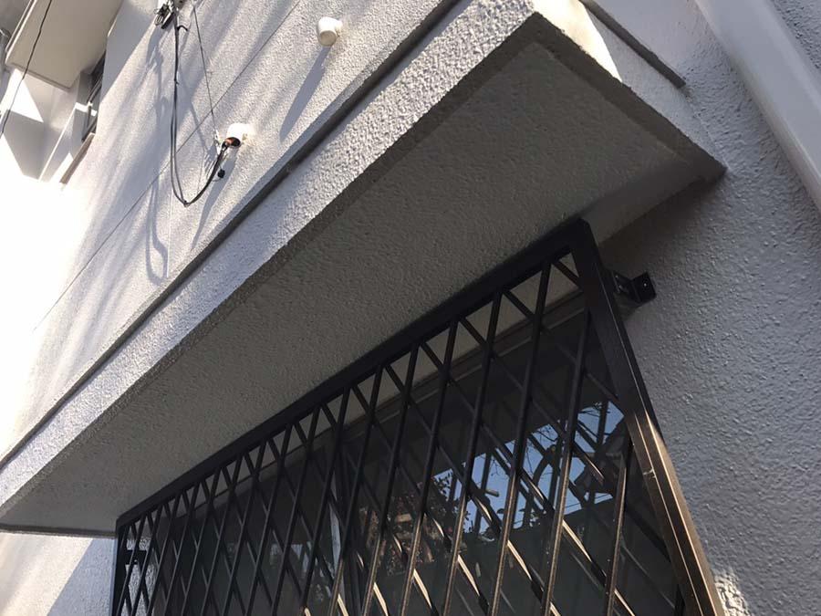 外壁塗装工事の庇の塗装後の写真
