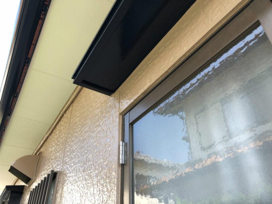 三重県の外壁塗装工事の庇の塗装後の写真