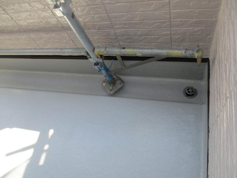 外壁塗装工事のベランダの施工後の写真