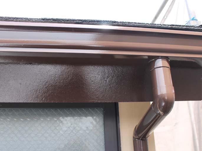 外壁塗装工事の樋の塗装後の写真